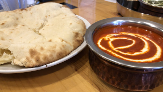 インド料理カジャーナ バターチキンカレーとチーズナン